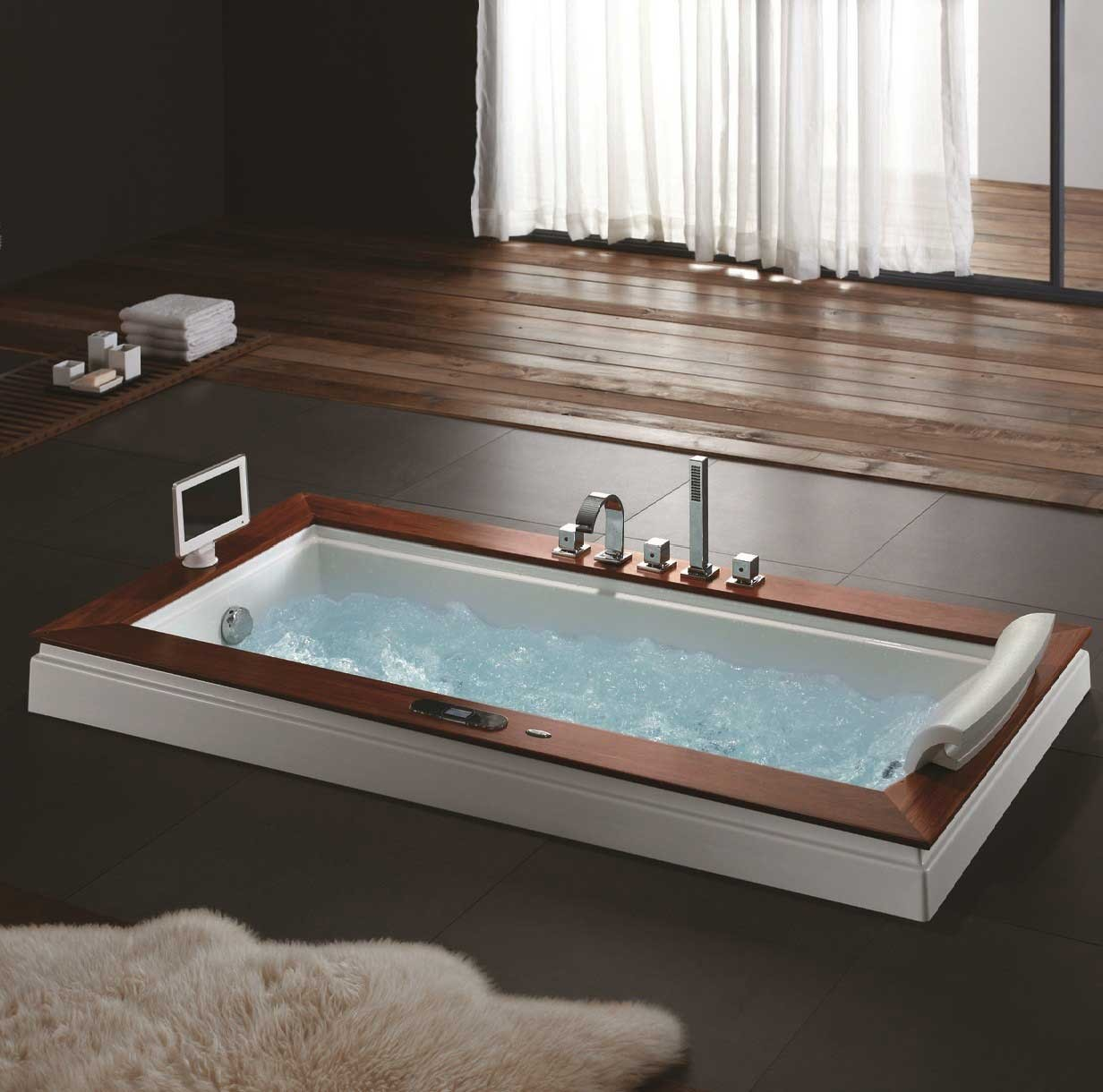 Typical Master Bedroom Size Madison Whirlpool Tub