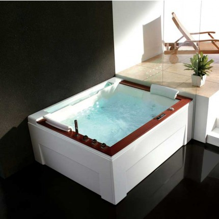 Venice Luxury Whirlpool Tub